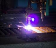 Machine voor het moderne automatische knipsel van de plasmalaser van metalen, plasmaknipsel met laser en laser, close-up royalty-vrije stock afbeeldingen