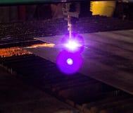 Machine voor het moderne automatische knipsel van de plasmalaser van metalen, plasmaknipsel met laser en laser, vervaardiging royalty-vrije stock fotografie