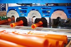 Machine voor productie van plastic pijpen royalty-vrije stock afbeelding