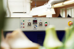 Machinecontrolebord met temperatuurindicator Stock Fotografie