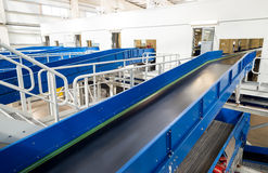 Machines à chaînes de bandes de conveyeur pour disposer le compost Image libre de droits