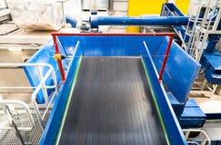Machines à chaînes de bandes de conveyeur pour disposer le compost Photos libres de droits