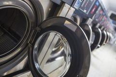 Machines à laver modernes simples Images libres de droits