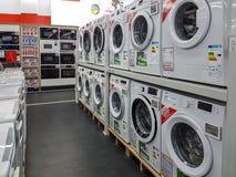 Machines à laver à vendre Images stock