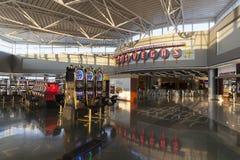 Machines à sous à l'extrémité des portes de D chez McCarran à Las Vegas Images stock
