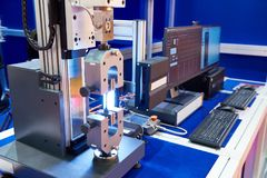 Machines électromécaniques pour les matériaux de essai pour de tension, Co photographie stock