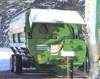 Machines agricoles à l'exposition, mélangeur de remorque pour le tracteur Image libre de droits