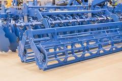 Machines agricoles pour la culture de sol Nouveaux modèles modernes des machines agricoles Photo verticale Nouvel agricole image stock