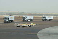 Machines of the airline Etihad Airways is returned after the loading of the aircraft. The Abu Dhabi Airport Stock Images