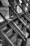 Machines d'étape d'escalier au gymnase d'exercice Photo stock