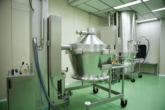 Machines dans une industrie pharmaceutique Images stock