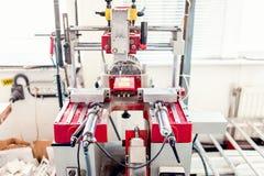 Machines de perçage industrielles avec des contrôles automatiques image libre de droits
