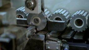 Machines de travail du bois à la fin d'usine vers le haut du tir banque de vidéos