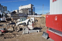 Machines louées sur la construction lithuanienne image stock