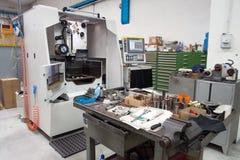 Machines-outils avec la commande numérique d'ordinateur et le x28 ; CNC& x29 ; Photographie stock