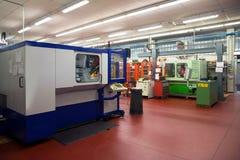 Machines-outils avec la commande numérique d'ordinateur et le x28 ; CNC& x29 ; Image stock