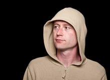 Macho na roupa funky de um hoodie no preto Imagens de Stock