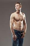 Macho shirtless man som ser upp Royaltyfria Bilder