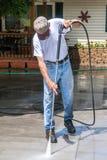 Macht die concrete oprijlaan wassen Royalty-vrije Stock Foto's