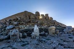 - macht Nemrut-Berg so wertvoll; Gefunden auf dem alten Grab, den monumentalen Skulpturen, den Architekturüberresten und den einz Lizenzfreie Stockbilder