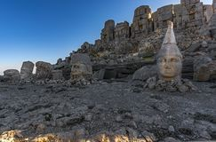 - macht Nemrut-Berg so wertvoll; Gefunden auf dem alten Grab, den monumentalen Skulpturen, den Architekturüberresten und den einz Lizenzfreies Stockbild