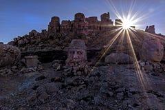 - macht Nemrut-Berg so wertvoll; Gefunden auf dem alten Grab, den monumentalen Skulpturen, den Architekturüberresten und den einz Stockbilder