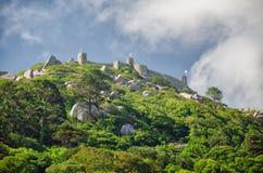 Macht Schloss auf den Hügel in Sintra-Stadt, Portugal fest Stockfotos