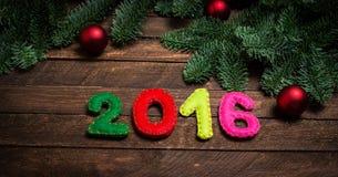 2016 machten vom Filz und vom Weihnachtsbaum Kindisches neues Jahr backgrou Lizenzfreies Stockbild