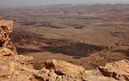 Machtesh Ramon - cratere di erosione nel deserto di Negev, il punto di riferimento naturale pi? pittoresco di Israele fotografia stock
