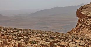Machtesh Ramon - cratere di erosione nel deserto di Negev, il punto di riferimento naturale pi? pittoresco di Israele immagine stock