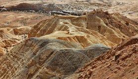 Machtesh Ramon - erosiekrater in de Negev-woestijn, het schilderachtigste natuurlijke oriëntatiepunt van Israël royalty-vrije stock foto's