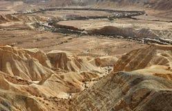 Machtesh Ramon - erosiekrater in de Negev-woestijn, het schilderachtigste natuurlijke oriëntatiepunt van Israël stock afbeelding