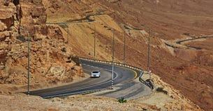 Machtesh Ramon - erosiekrater in de Negev-woestijn, het schilderachtigste natuurlijke ori?ntatiepunt van Isra?l royalty-vrije stock afbeelding
