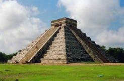 Machtige piramide Kukulkan Stock Afbeelding