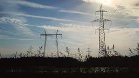 Machtslijn met hoog voltage stock footage