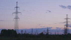 Machtslijn op zonsondergangachtergrond stock video