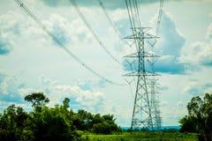 Machtslijnen met hoog voltage Stock Afbeelding