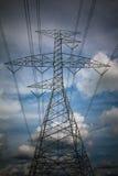 Machtslijnen met hoog voltage Stock Foto