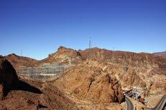 Machtslijnen met hoog voltage van Hoover-Dam Stock Fotografie