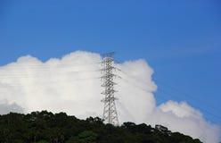 Machtspyloon over de heuvel royalty-vrije stock foto's