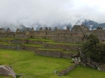 Machu dramático Picchu nas nuvens imagem de stock