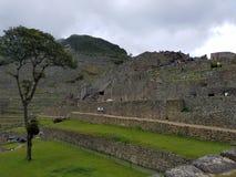 Machu dramatique Picchu dans les nuages images libres de droits