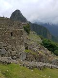 Machu dramatique Picchu dans les nuages photo stock