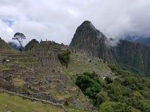 Machu drammatico Picchu nelle nuvole immagini stock libere da diritti