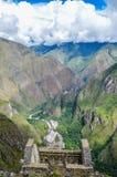 MACHU PICCHU, ЗОНА CUSCO, ПЕРУ 4-ОЕ ИЮНЯ 2013: Панорамный взгляд гор Machu Picchu от Huayna Picchu Стоковые Фотографии RF