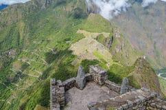 MACHU PICCHU, ЗОНА CUSCO, ПЕРУ 4-ОЕ ИЮНЯ 2013: Панорамный взгляд гор Machu Picchu от Huayna Picchu Стоковое фото RF