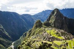 Machu Picchu, Перу с взглядом реки Urubamba стоковые фотографии rf