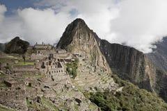 Machu Picchu пусто пасмурно туманнейше После пешего туризма на внушительном стоковое изображение rf