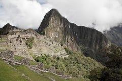 Machu Picchu пусто пасмурно туманнейше После пешего туризма на внушительном стоковое фото rf