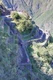 Machu Picchu, Aguas Calientes/Peru - circa im Juni 2015: Terrassen von der Spitze heiliger verlorener Stadt Machu Picchu von Inka stockbild